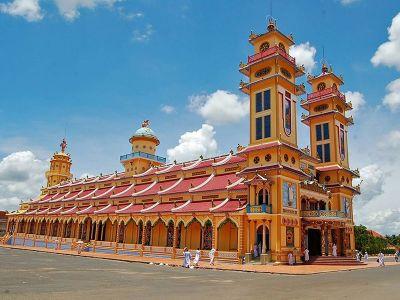 معبد کائو دای در هوشی مینه