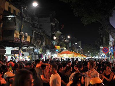 Hanoi Weekend Night در هانوی